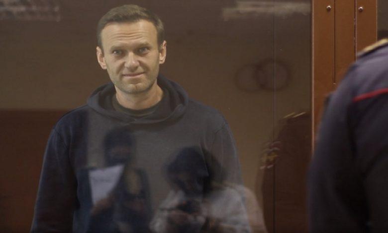 Российского оппозиционера Алексея Навального судят за клевету