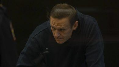 Photo of Навального отправили на 2,7 года в колонию