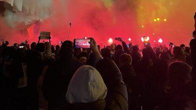 Photo of В Киеве националисты забросали офис Зеленского петардами