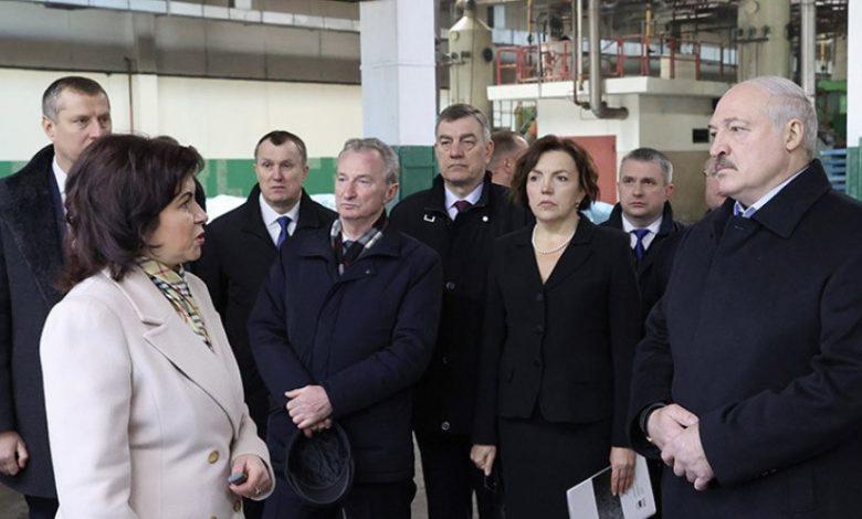 Александр Лукашенко 23 марта посетил кожевенный завод в Гатово