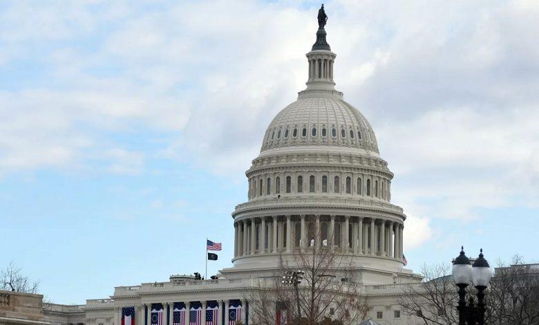 Сенат США принял поправку республиканцев по выплатам безработным к пакету мер по пандемии