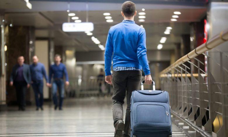 аэропорт, человек с чемоданом, миграция