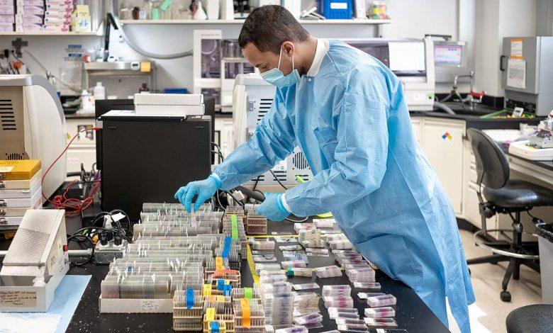ученые, коронавирус, лаборатория