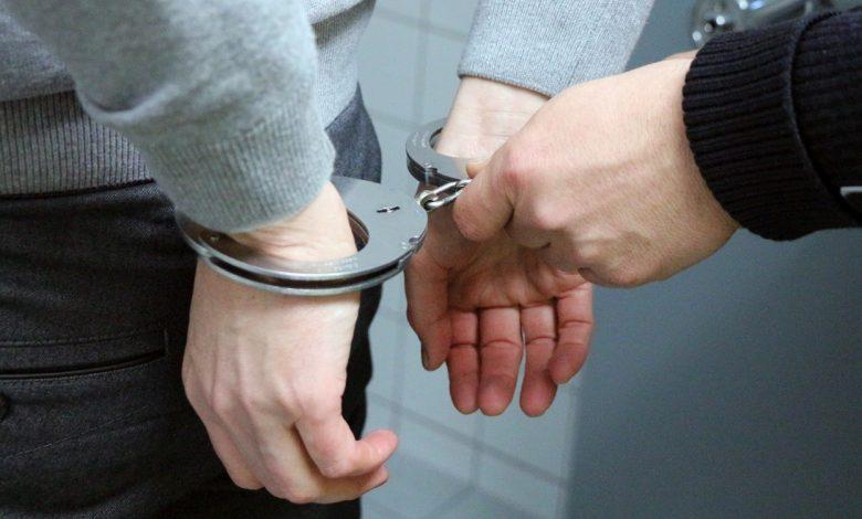 задержанный, наручники