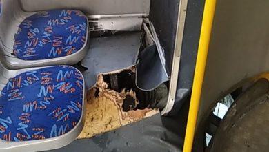 Photo of В Минске незакрепленная плита трамвайных путей повредила автобус и травмировала пассажира