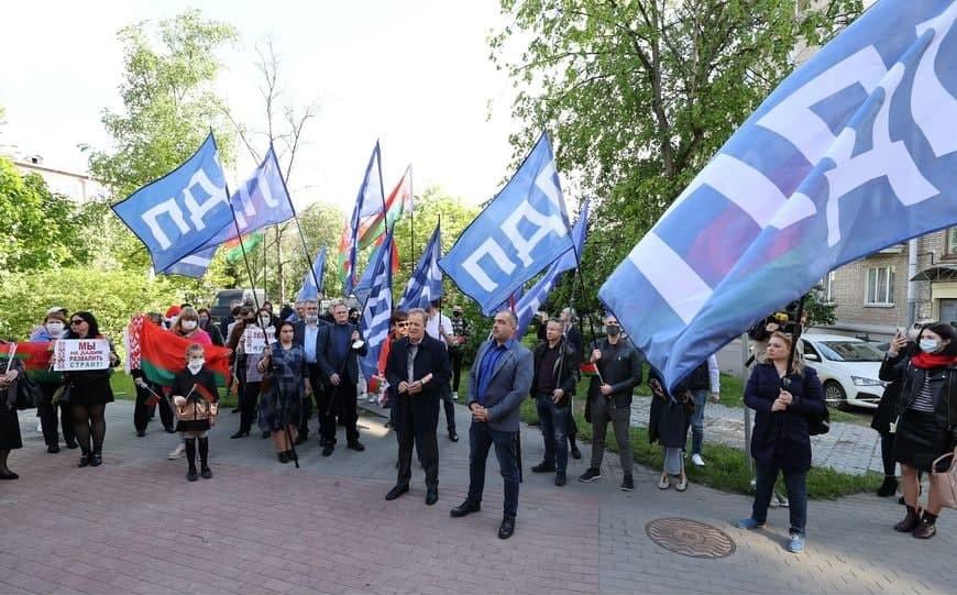 Митинг ФПБ у посольства Латвии в Минске
