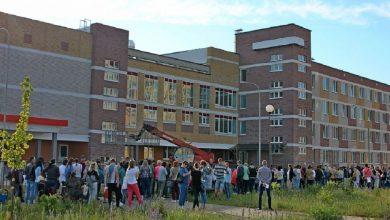 Photo of Около 400 человек выстроились в очередь к одной из школ в Барановичах