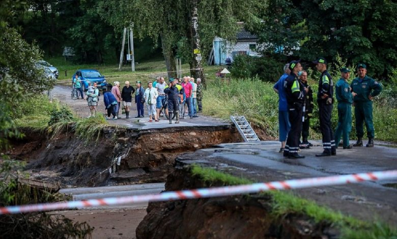 ГАИ Минской области дежурит на размытых из-за дождей участках дорог