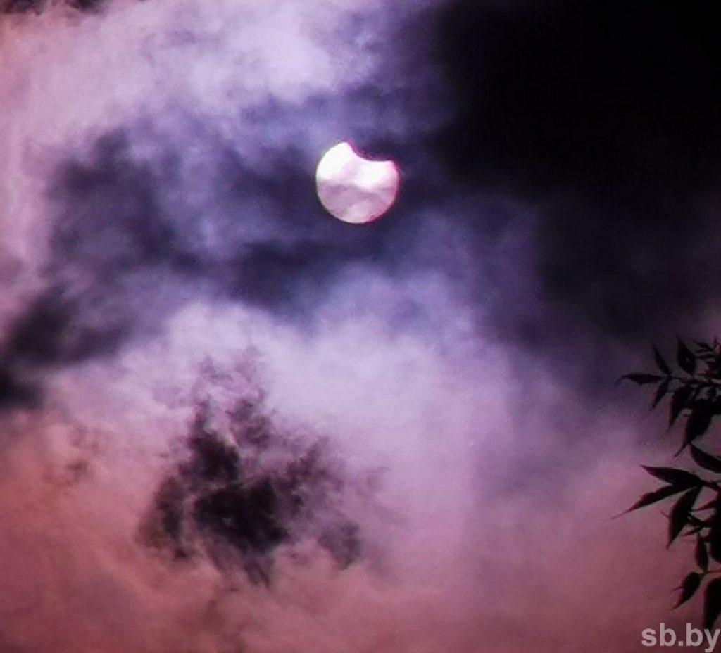 Впервые за последние полвека белорусы наблюдали кольцеобразное солнечное затмение