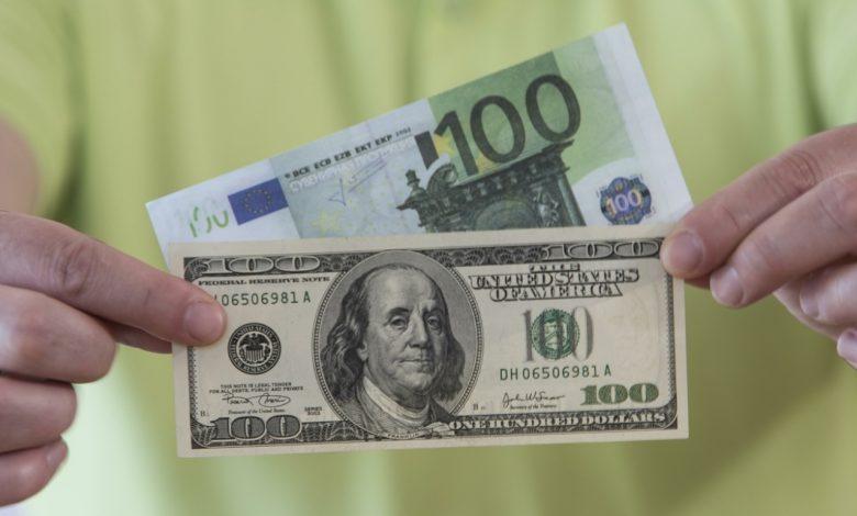 валюта, доллары и евро, курсы валют