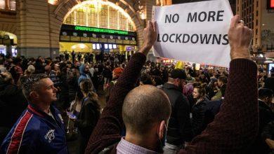 Photo of В Мельбурне антиковидные протесты закончились столкновениями с полицией