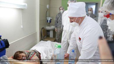 Photo of Лукашенко продолжит посещать больницы, где лечат пациентов с коронавирусом