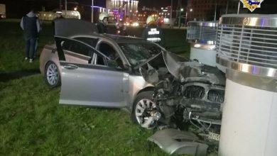 Photo of «BMW» протаранил вентиляционную шахту в Минске